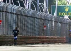 Singapore F1 GP Man on track